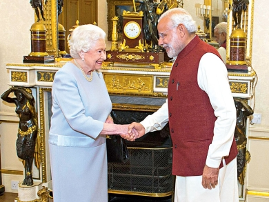 PM Norendra Modi met Queen Elizabeth while in UK